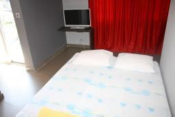 Студия (гостиная+кухня). Черногория, Игало : Студия в центре Игало в 50 метрах от моря