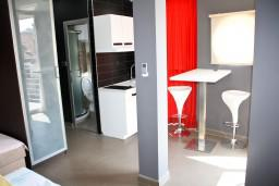 Кухня. Черногория, Игало : Студия в центре Игало в 50 метрах от моря