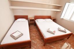 Спальня. Черногория, Игало : Апартамент с отдельной спальней, с балконом, 30 метров до пляжа