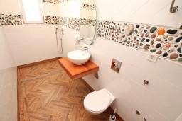 Ванная комната. Черногория, Игало : Апартамент с отдельной спальней, с балконом, 30 метров до пляжа