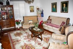 Дом в центре Игало, 115m2, 3 спальни, большая гостиная в Игало