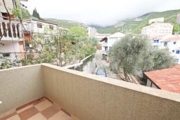 Балкон. Черногория, Рафаиловичи : Апартамент в Рафаиловичи с отдельной спальней, с балконом
