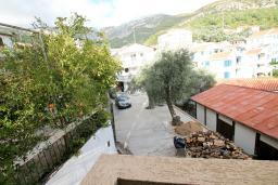 Вид. Черногория, Рафаиловичи : Апартамент в Рафаиловичи с отдельной спальней, с балконом