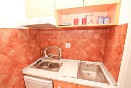 Студия (гостиная+кухня). Черногория, Рафаиловичи : Студия в 200 метрах от моря
