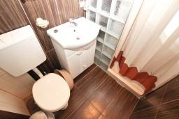 Ванная комната. Черногория, Рафаиловичи : Студия в 200 метрах от моря