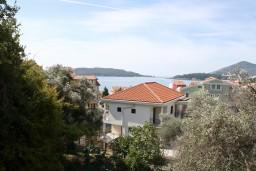 Вид на море. Черногория, Рафаиловичи : Апартамент с отдельной спальней, с балконом с видом на море
