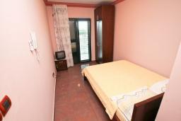 Студия (гостиная+кухня). Студия для 2 человек, с террасой, 100 метров до пляжа в Игало