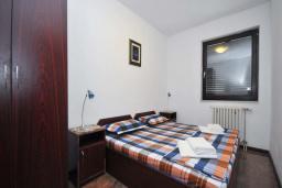 Спальня 2. Черногория, Бечичи : Апартамент с двумя спальнями в 250 метрах от моря