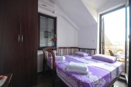 Спальня 2. Черногория, Бечичи : Апартамент с двумя спальнями и балконом