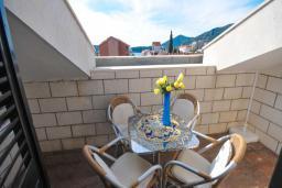 Балкон. Черногория, Бечичи : Апартамент с двумя спальнями и балконом