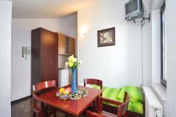 Спальня. Черногория, Бечичи : Апартамент с двумя спальнями в Бечичи в 250 метрах от моря