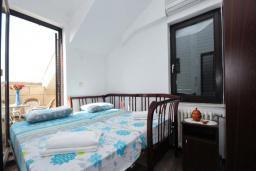 Спальня 2. Черногория, Бечичи : Апартамент с двумя спальнями в Бечичи в 250 метрах от моря