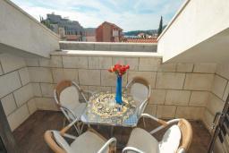 Балкон. Черногория, Бечичи : Апартамент с двумя спальнями в Бечичи в 250 метрах от моря