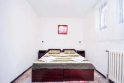 Спальня 2. Черногория, Бечичи : Апартамент с двумя спальнямии и террасой на первом этаже