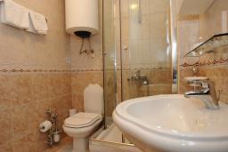Ванная комната. Черногория, Бечичи : Апартаменты с 1 спальней и балконом