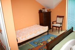 Спальня 2. Черногория, Обала Джурашевича : Апартамент для 6 человек с двумя отдельными спальнями с балконом и видом на море