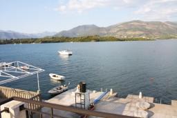 Вид на море. Черногория, Обала Джурашевича : Апартамент для 6 человек с двумя отдельными спальнями с балконом и видом на море