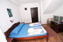 Студия (гостиная+кухня). Черногория, Бечичи : Уютная студия в Бечичи в 150 метрах от моря