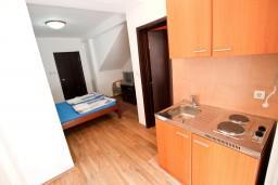 Кухня. Черногория, Бечичи : Уютная студия в Бечичи в 150 метрах от моря