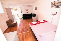 Студия (гостиная+кухня). Черногория, Бечичи : Уютная студия в 150 метрах от моря