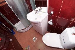 Ванная комната. Черногория, Бечичи : Уютная студия в 150 метрах от моря