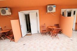 Терраса. Черногория, Бечичи : Уютная студия в 150 метрах от моря