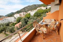 Вид на море. Черногория, Бечичи : Уютная студия в Бечичи с балконом с видом на море