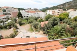 Вид. Черногория, Бечичи : Уютная студия в Бечичи с балконом с видом на море