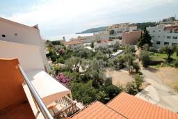 Вид на море. Черногория, Бечичи : Уютная студия с балконом с видом на море