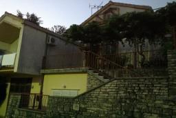 Старый дом в самом сердце Герцег-Нови (Србина) площадью 160м2, земельный участок 260m2.  Есть возможность достройки и расширения дома. в Герцег Нови