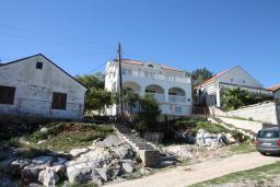 Продаётся трёхэтажный дом 200м2 в Жвинье с превосходным видом на море и Бока-которский залив. Земельный участок 300м2. в Герцег Нови