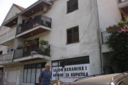 Половина сдвоенного дома в Герцег-Нови, Дубрава. Два этажа с общей площадью 284м2.  в Герцег Нови
