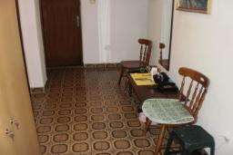 Дом в Герцег-Нови площадью 280м2. Дом состоит из 3-х апартаментов и мансарды. Земельный участок 400м2. 500 метров до моря. в Герцег Нови