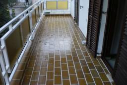 Дом в Херцег-Нови – Србина, площадью 240м2. Три 3-х комнатных комфортных апартамента с видом на море. Земельный участок 500м2. 500 метров до моря. в Герцег Нови