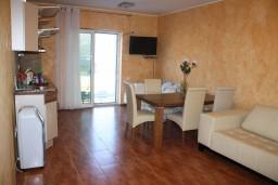 Студия (гостиная+кухня). Черногория, Крашичи : Трёхместная студия с террасой и видом на море