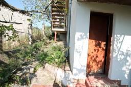 Дом в Сушчепан, площадью 130м2. Земельный участок 300м2. 2 этажа и мансарда. 4км до моря.  в Герцег Нови