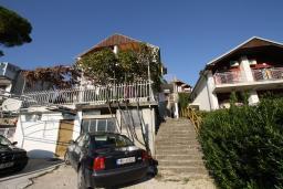 Половина дома в Херцег-Нови – Топла, площадью 150м2, 3 этажа. 2 террасы площадью 20м2, гараж. Один хозяин.  в Герцег Нови