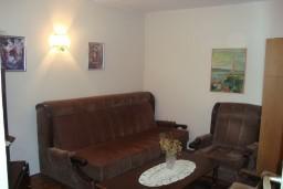 Дом в Герцег-Нови – Топла, площадью 130м2. Земельный участок 180м2. 4 комнаты, 3 спальни, 3 ванные комнаты.  в Герцег Нови