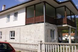 Первый этаж дома в Зеленике, площадью 120м2, завершены грубые строительные работы. Электроэнергия, вода, 220м2 земельный участок. 500 метров до моря. в Зеленике