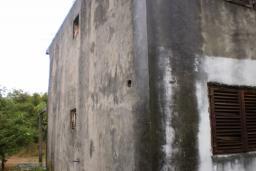2-х этажный дом в Герцег-Нови – Дреновик, площадью 144м2, земельный участок площадью 499м2. Завершены грубые строительные работы. в Игало
