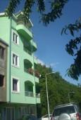 Герцег-Нови, Игало, Мойдежский путь, недалеко от VALа. Дом площадью 222м2 на участке земли площадью 350м2. Состоит из 5 жилых объектов: 2 апартамента по 15м2, 2 однокомнатных квартиры по 46м2, 1 двухэтажный апартамент 100м2. в Игало