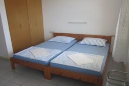 Дом в Герцег-Нови – Кумбор, площадью 400м2. Земельный участок 2000м2. 2 этажа и мансарда. 8 спален, 8 ванных комнат. в Кумборе