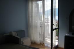 Дом в Герцег-Нови – Мельине, площадью 200м2. Земельный участок 500м2. Внутри дома есть лестница.  в Мельине