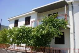 Дом в Суторине, площадью 200м2, земельный участок 450м2. в Игало