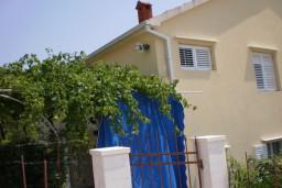 Дом в Сушчепан, площадью 168м2. Земельный участок 337м2. Терраса 60м2, два гаража. Вид на море. в Герцег Нови