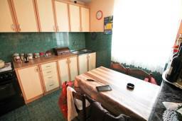 2-х этажный дом в Херцег-Нови - Чела, площадью 160м2. Земельный участок 272м2.  в Герцег Нови