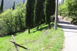 Урбанизованный земельный участок в Герцег-Нови – Суторина, площадью 3000м2. К участку подведено электричество, вода, телефон, дорога.   в Игало