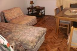 Апартамент на первом этаже в Герцег-Нови – Биела, площадью 31м2, 150 метров до моря. Спальня, гостиная с кухней, ванная комната.   в Биеле