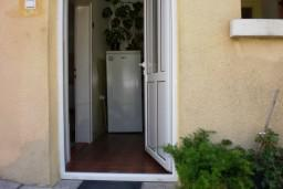Апартамент в Герцег-Нови – Дженовичи, площадью 38м2. Спальня, гостиная с кухней, ванная комната, терраса 10м2 с видом на море. 100 метров до моря. в Дженовичи