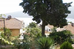 Апартамент в Герцег-Нови – Дженовичи, площадью 110м2. Три спальни, две ванные комнаты, 100 метров до моря. Укомплектован и имеет всю необходимую документацию.  в Дженовичи